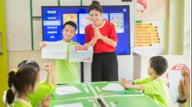 【华声在线报道】小学生课业辅导难?全能双师助力家长排忧愁