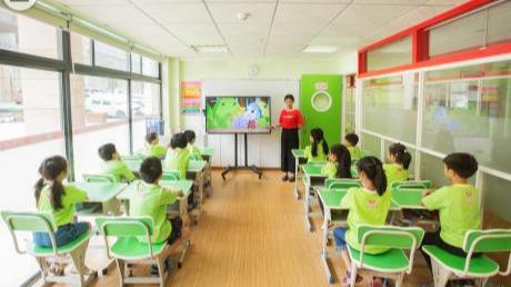 【深圳热线报道】新教材改版后,全能双师改革老师备课方式