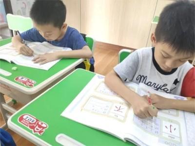 加盟妙习字课程,家长看到练字成果后,纷纷把孩子送入了这家托管班!