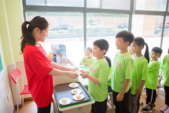 幼小衔接帮孩子养成排队的良好习惯